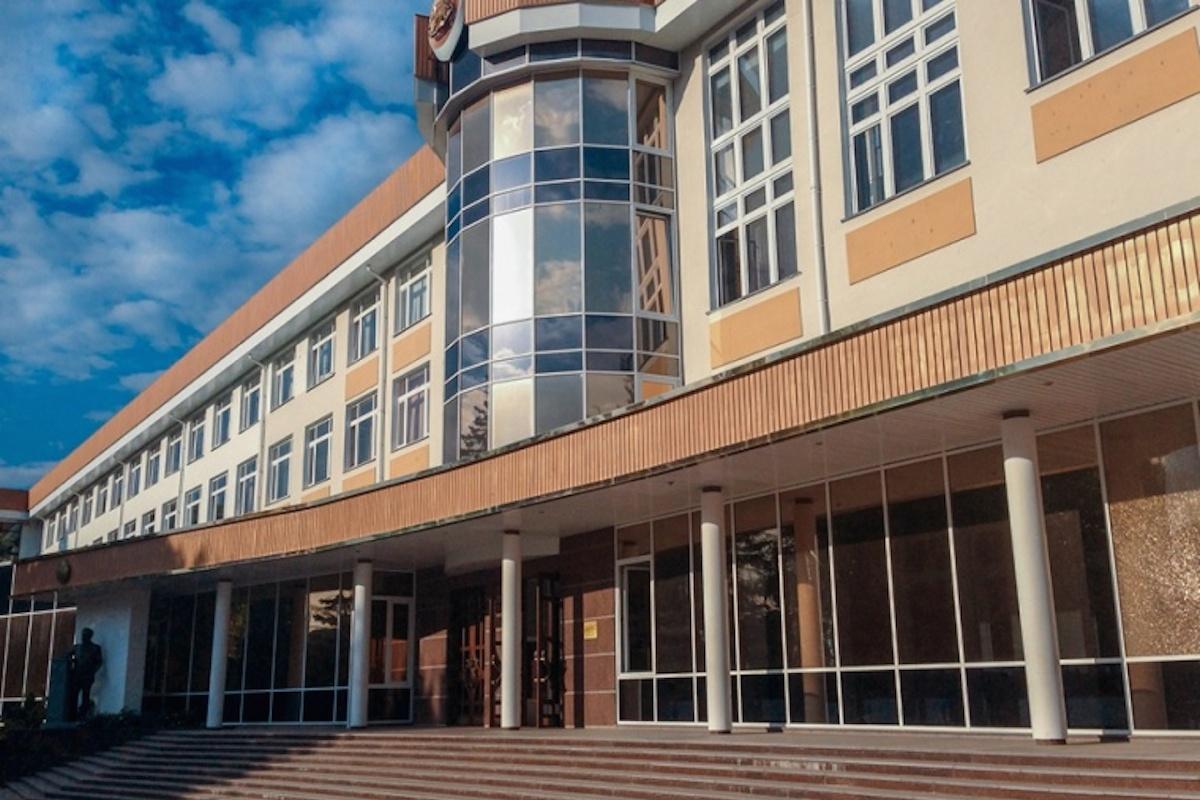 Симферопольский колледж оцепили из-за сообщения о минировании